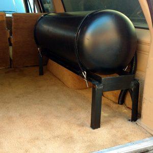 Blazerparts.nl - LPG tank frame voor Chevrolet / GMC Suburban en Blazer. Passend frame met 116 liter LPG tank en tankbanden.
